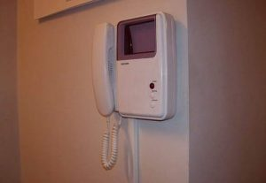 Установка видеодомофона в крартире (фото 1)