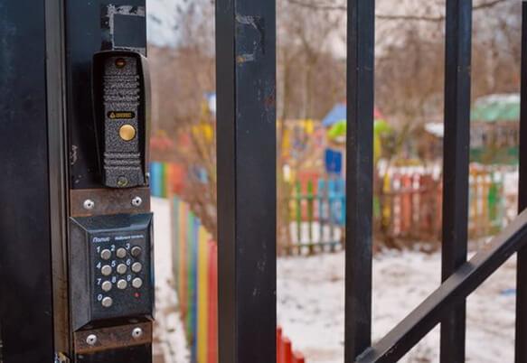 Установка домофона в детском саду