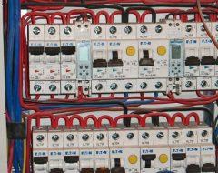 Монтаж автомата в электрощитке (фото 6)