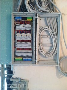 Монтаж автомата в электрощитке (фото 4)