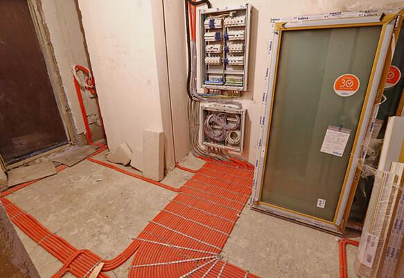 Монтаж электрики в коридоре