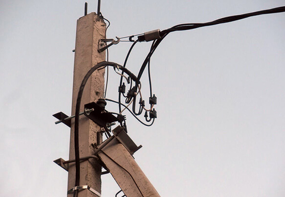 Монтаж тросовой электропроводки