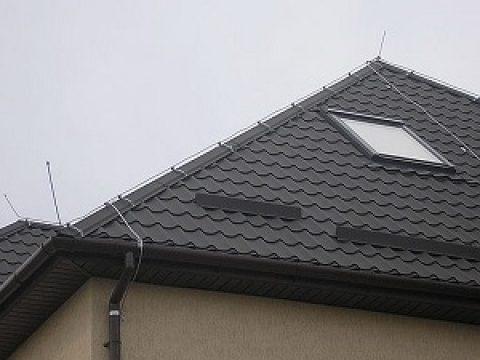 Молниезащита дома с крышей из металлочерепицы